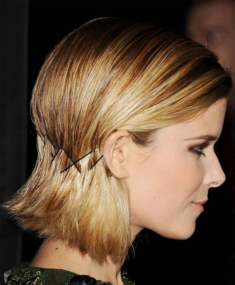 Прически на короткие волосы с заколками