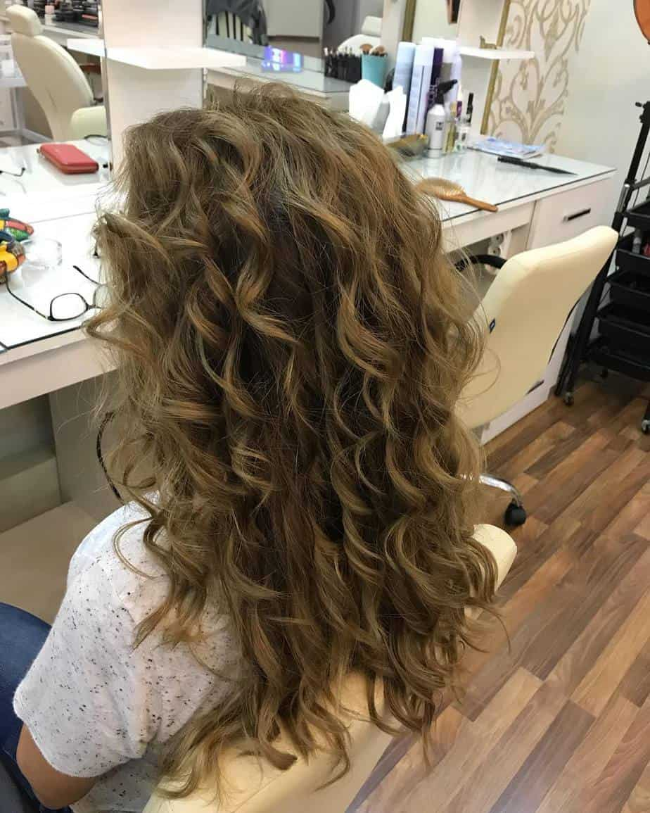 curly-hairstyles-2019-female