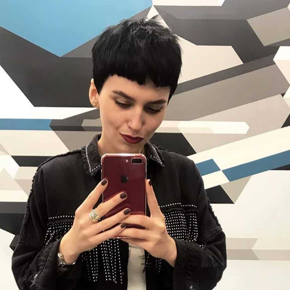 Short-layered-hairstyles-2019