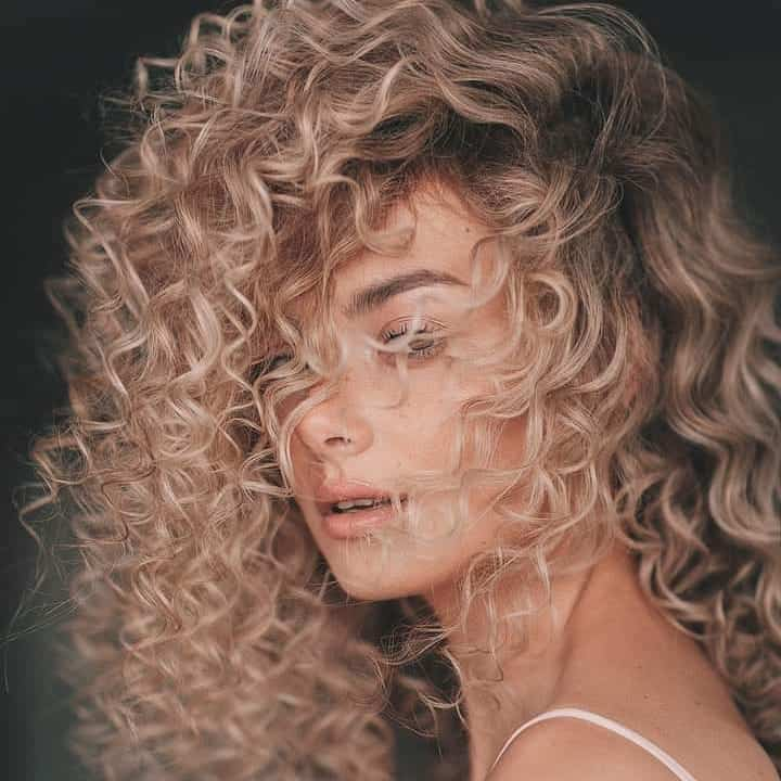 curly-hairstyles-2020-female